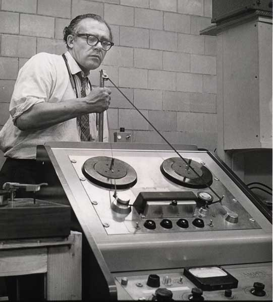 vladimir-ussachevsky-tape-studio