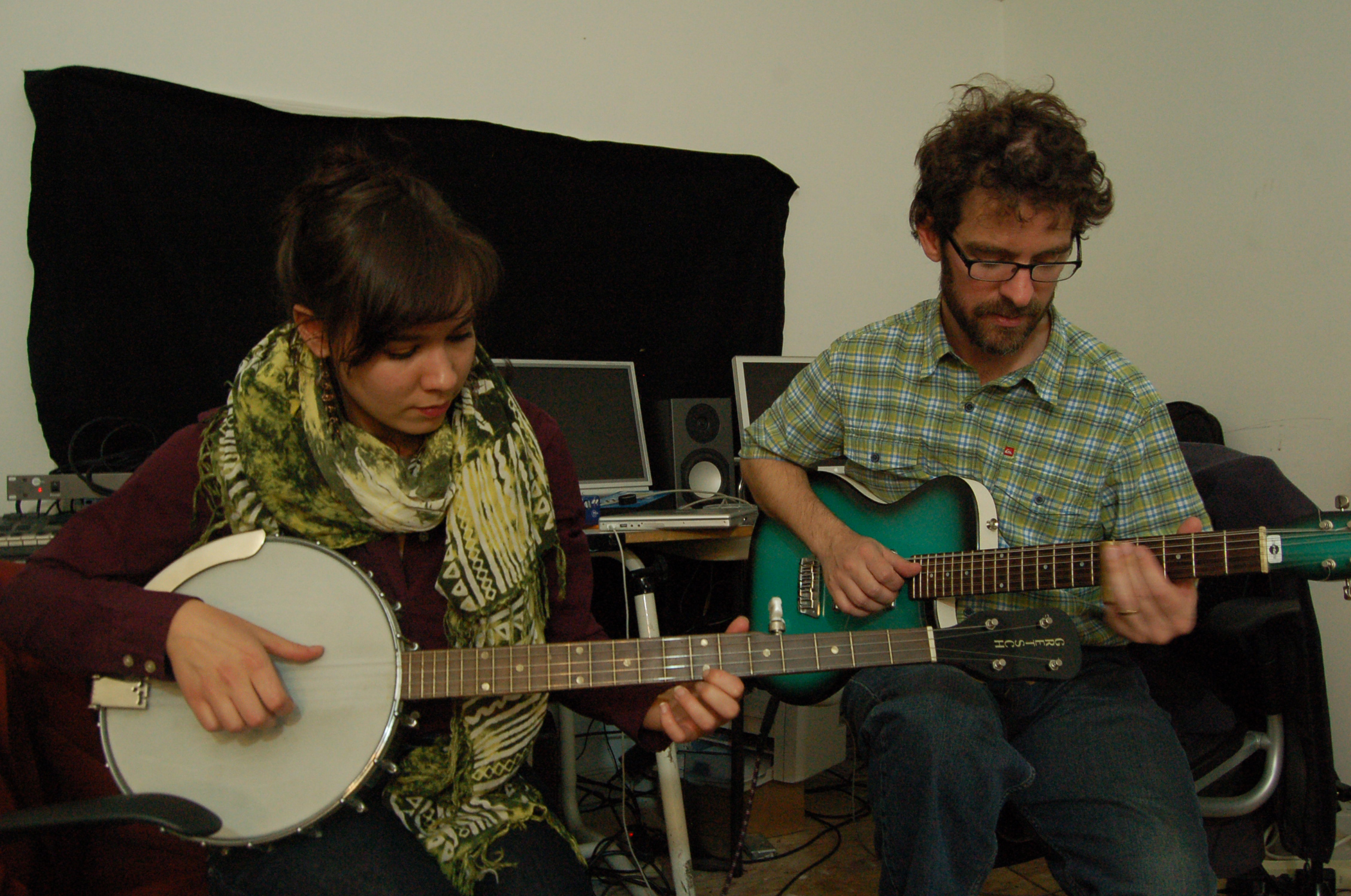 Molly-Berg-and-Stephen-Vitiello-performing