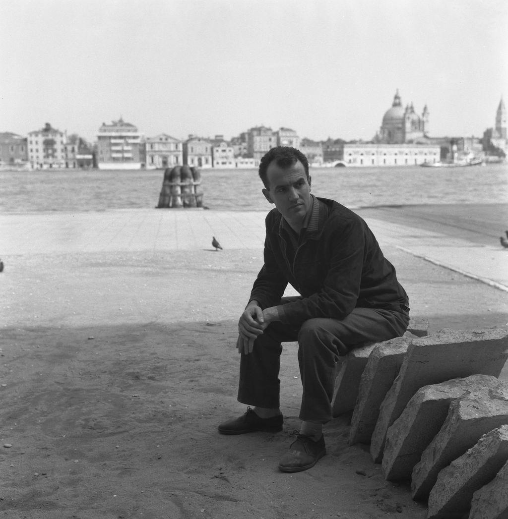 Un'immagine di Nono. Alle sue spalle la città dove nacque, Venezia; 1960 circa.